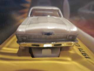 Johnny Lightning WHITE THUNDER 1971 CHEVROLET NOVA SS HO SCALE Slot